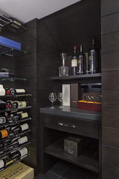 wine-room-with-custom-serving-station