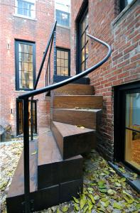 Stair-design-with-timber-steps
