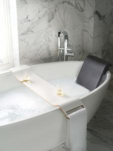 Barcelona tub by Victoria + Albert