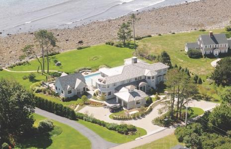 Coastal-construction-waterfront-home-by-Chinburg Properties